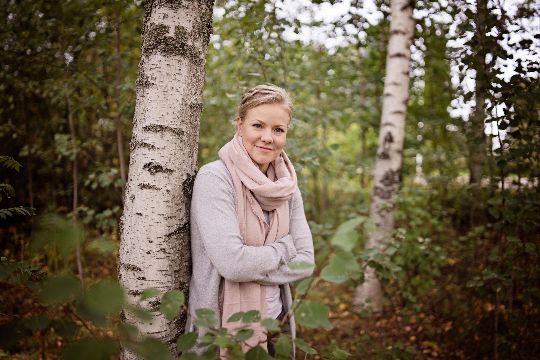 Jenni Aikio Valkealassa, kuvaaja Helin Kulla